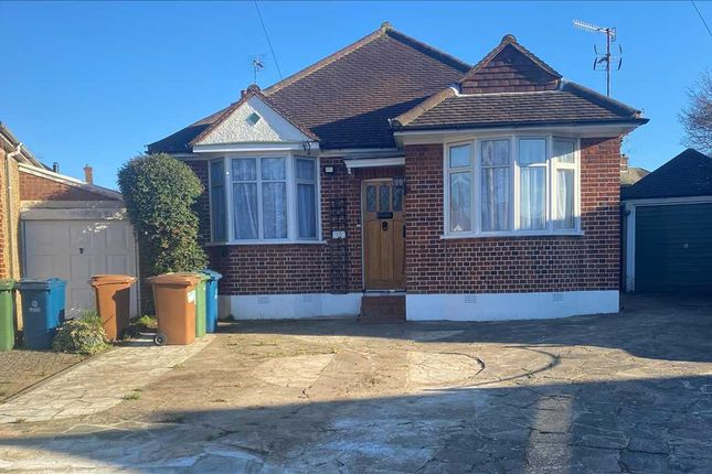 3 bed bungalow to rent in Park Thorne Close, Harrow HA2