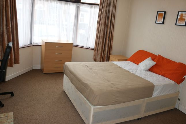Thumbnail Shared accommodation to rent in Poplar Avenue, Smethwick, West Midlands