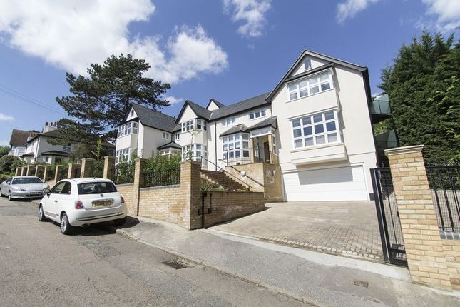 Thumbnail Flat to rent in Albion Hill, Loughton