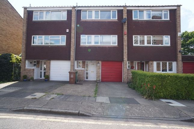 Thumbnail Property to rent in Kingsmead Close, Sidcup