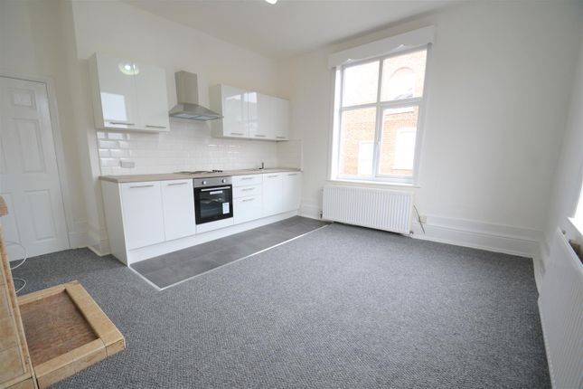 2 bed flat to rent in Elliott Street, Tyldesley, Manchester M29