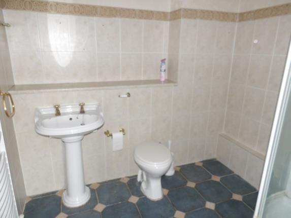 Shower Room of Sorrel Bank, Linton Glade, Croydon, Surrey CR0