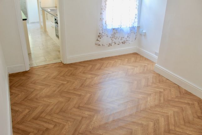 Thumbnail Terraced house to rent in Naseby Road, Luton