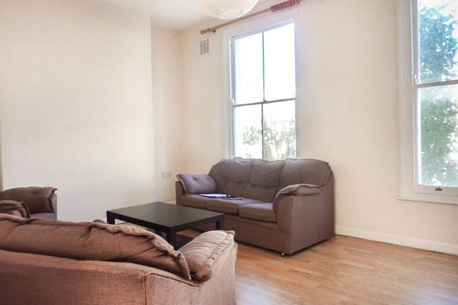 3 bed property to rent in Elmore Street, London N1