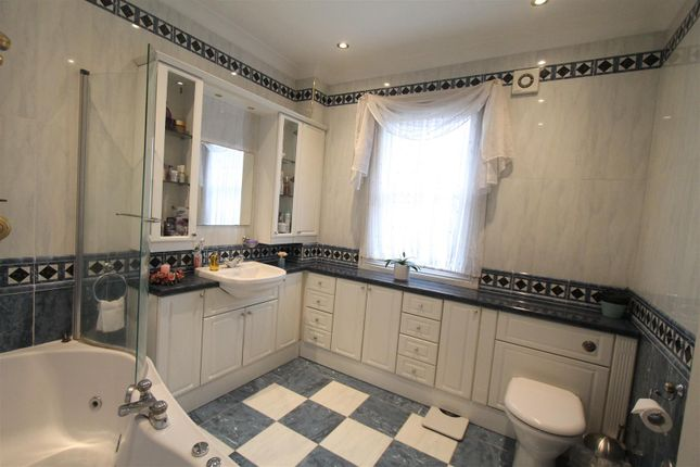 Bathroom of Craigton Road, London SE9