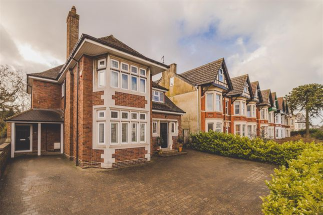 Thumbnail Detached house for sale in Bath Road, Old Town, Swindon