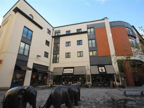2 bed flat to rent in Regent House, The Parade, Leamington Spa CV32