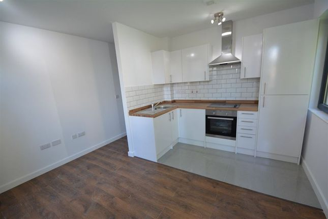 1 bed flat to rent in Touthill Place, City Road, Peterborough