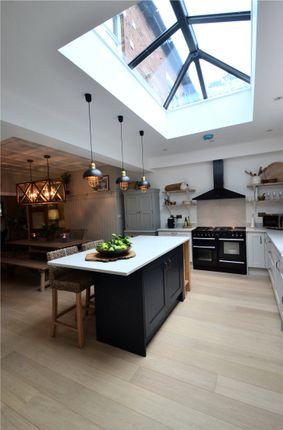 Breakfast Kitchen (Showing Skypod)