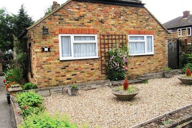 Thumbnail Bungalow to rent in Bathurst Close, Richings Park, Buckinghamshire
