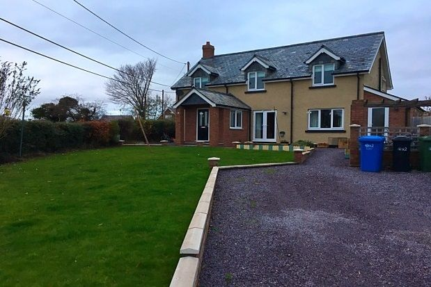3 bed detached house to rent in Gellifor, Ruthin