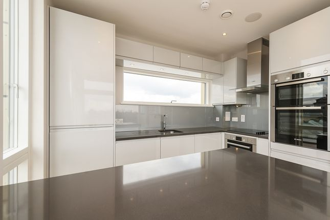 Thumbnail Flat to rent in Amberley Road, London