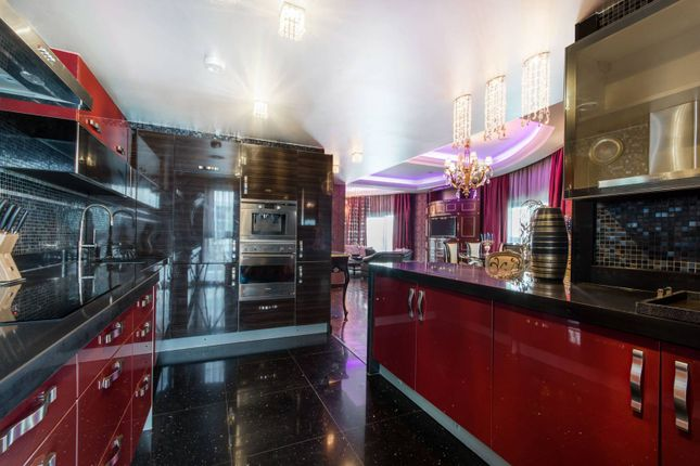 Thumbnail Flat for sale in Vicentia Court, Battersea