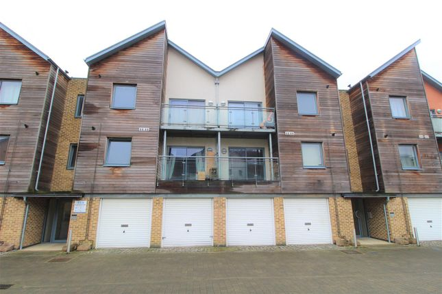 Thumbnail Flat for sale in Quayside Drive, The Hythe, Colchester