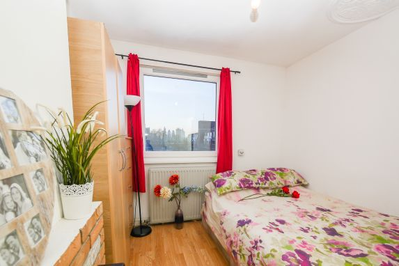 Thumbnail Flat to rent in Pitsea Street, London