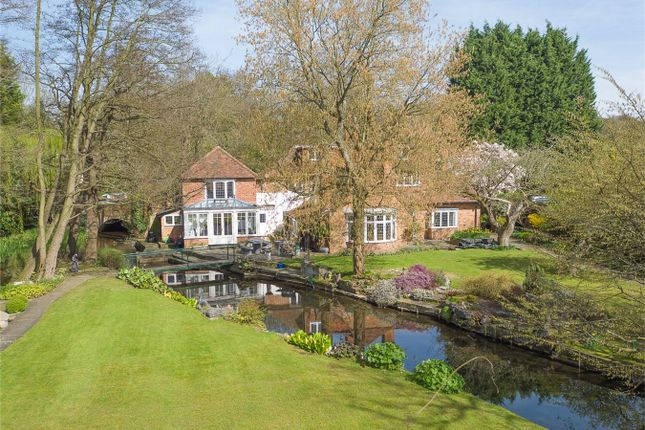 Thumbnail Cottage for sale in Digswell Bridge, Digswell Lane, Welwyn, Hertfordshire