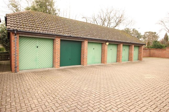 Thumbnail Flat to rent in Saunders Court, Bowling Green Lane, Purley On Thames, Reading