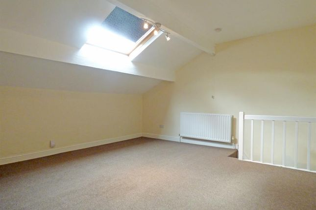 Attic Bedroom of Lyndon Terrace, Bingley BD16