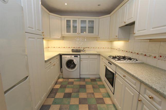 Thumbnail Flat to rent in Kensington Way, Leeds