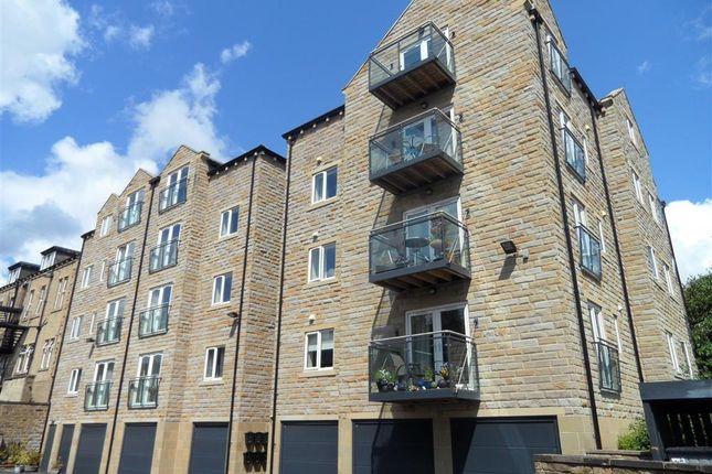 Thumbnail Flat to rent in Huddersfield Road, Halifax