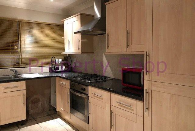Thumbnail Flat to rent in Willow Close, Colnbrook, Slough