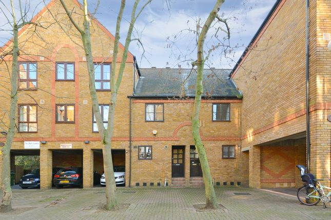 Thumbnail Semi-detached house to rent in Brunswick Quay, London