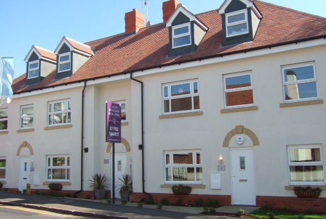 2 bed flat to rent in Hockley Road, Rayleigh SS6