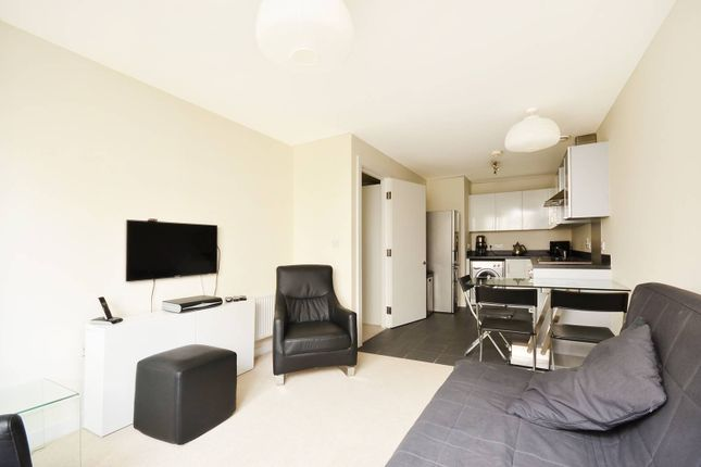 1 bed flat to rent in Grosvenor Waterside, Pimlico