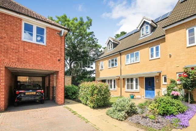 4 bed semi-detached house to rent in Juliette Mews, Romford RM1