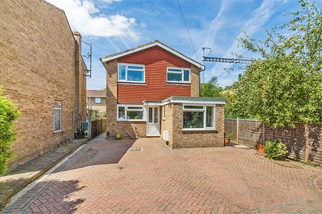Thumbnail Detached house to rent in Fairway Avenue, West Drayton, Middlesex