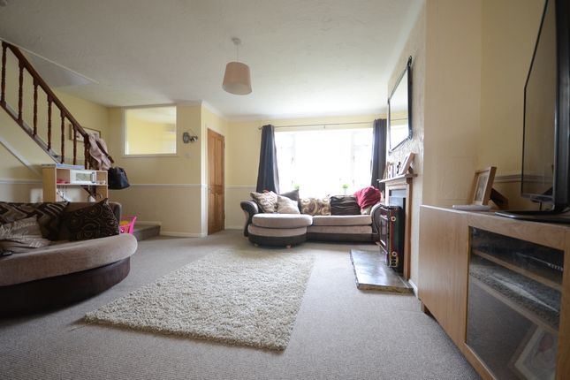 Thumbnail Semi-detached house to rent in Vauxhall Drive, Woodley, Reading