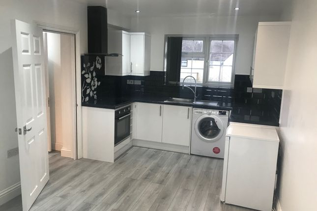 Thumbnail Flat to rent in Granville Avenue, Hounslow