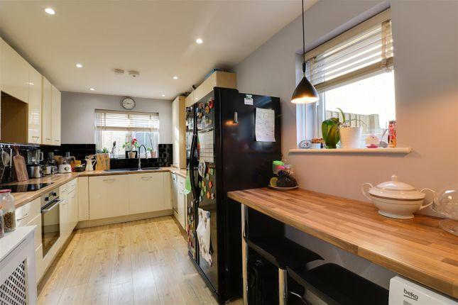 Kitchen Opt 2 of Brambling Close, Greenhithe DA9