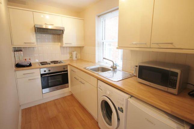 Thumbnail Maisonette to rent in Station Road, Egham