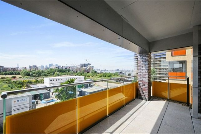 Thumbnail Flat to rent in Hankins House, Peartree Way, London