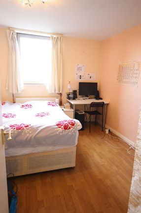 3 bed shared accommodation to rent in Asher Way, London