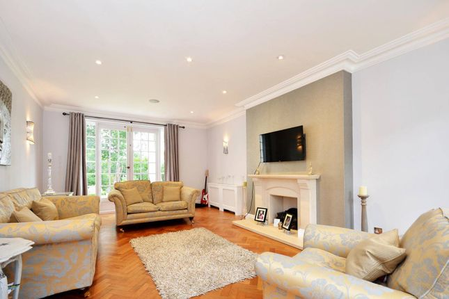 Thumbnail Detached house to rent in Roundhill Drive, Woking