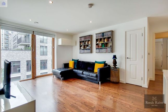 Thumbnail Flat for sale in Milcote Street, London