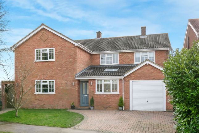 Thumbnail Property for sale in Brackendale Grove, Harpenden