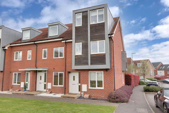 3 bed end terrace house for sale in John Hunt Drive, Basingstoke RG24
