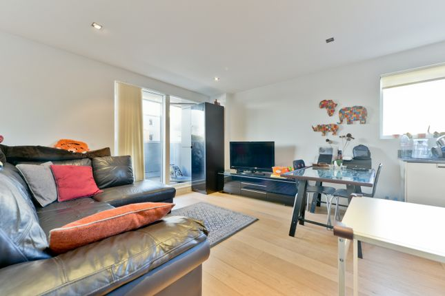 2 bed flat for sale in Creek Road, London