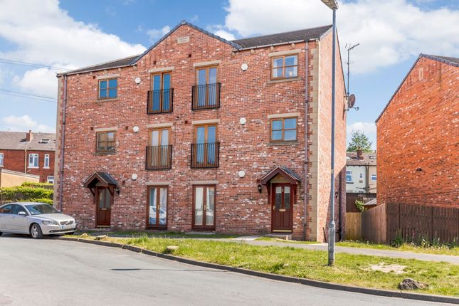 Thumbnail Flat for sale in Oakdale House, Wakefield, West Yorkshire