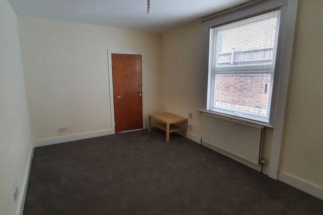 Thumbnail Flat to rent in South Ealing Road, London