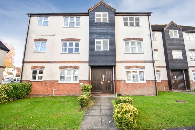 Thumbnail Flat for sale in Thornborough Avenue, Chelmsford
