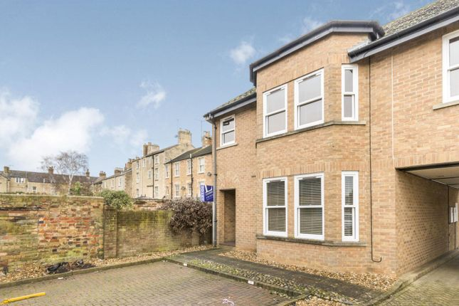 2 bed flat to rent in The Croft, Stamford
