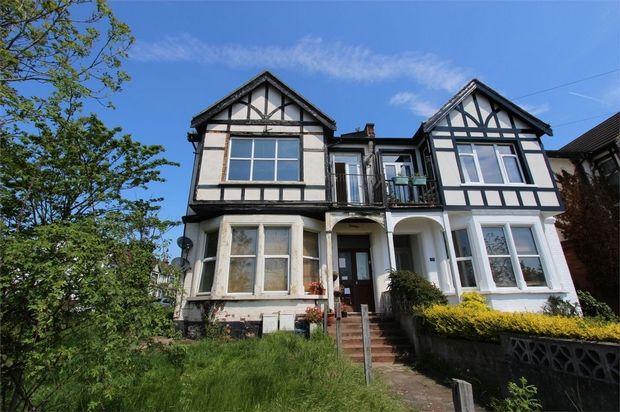 Thumbnail Flat to rent in Britannia Road, Westcliff-On-Sea, Essex