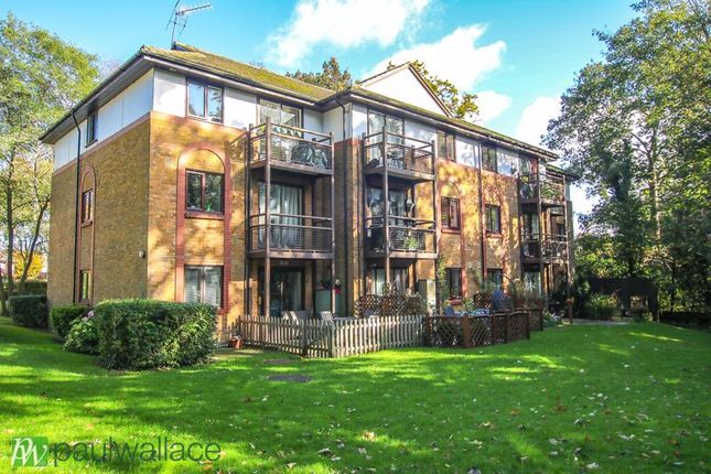1 bed flat for sale in The Knowle, Hoddesdon EN11