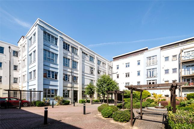 Flat for sale in Sunlight Square, London