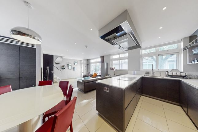 4 bed terraced house to rent in Chester Close North, Regents Park NW1