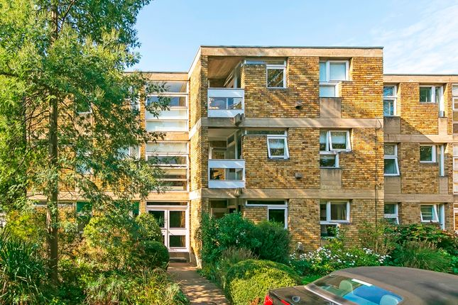 1 bed flat for sale in Langham House Close, Ham, Richmond TW10
